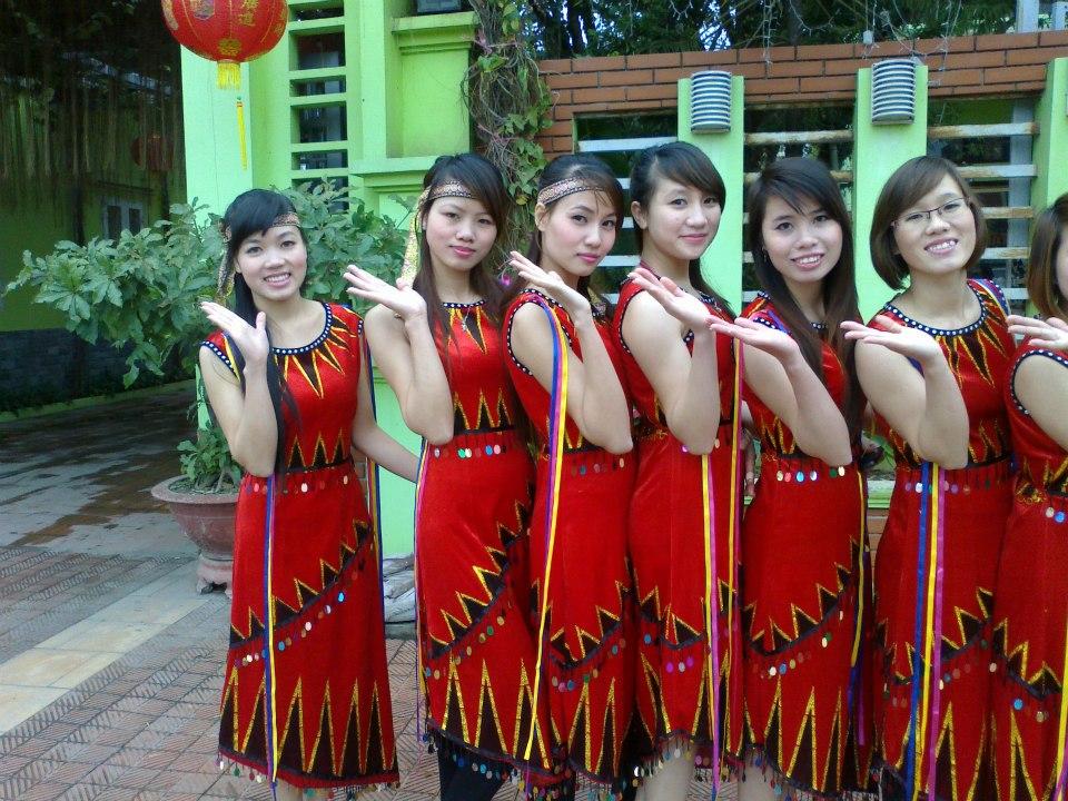 7 nhân viên múa thật đẹp nhân dịp đón Noel 2013